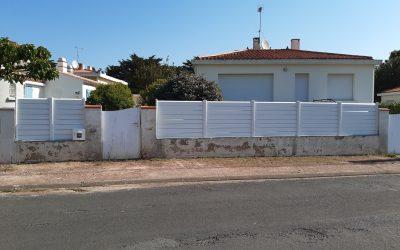 Pose d'une clôture PVC